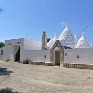 Trullo and lamia for sale in Ceglie Messapica Puglia