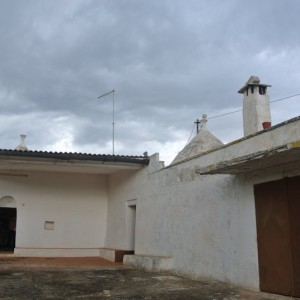 Trullo and lamia for sale in Puglia